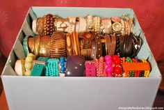 A shoe box and some paper towel tubes make for an easy DIY bracelet storage solution. Diy Bracelets Organizer, Diy Bracelet Storage, Bracelet Display, Bracelet Holders, Bracelet Box, Jewelry Organization, Organization Hacks, Organizing Ideas, Cool Ideas