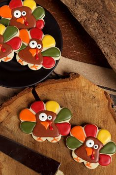 This step by step tutorial will show how to make these super simple turkey cookies that are sugar cookies decorated with royal icing. Great for beginners. - blog also links to 10 days, 10 Turkey cookies with different cookie cutters