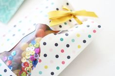 Easter Treat Bag by Laura Silva 5 Goodie Bags, Treat Bags, Gift Packaging, Packaging Ideas, Custom Planner, We R Memory Keepers, Shaker Cards, Easter Treats, For Your Party