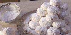 Η πιο απλή και γρήγορη συνταγή για γιορτινούς κουραμπιέδες που λιώνουν στο στόμα! Greek Sweets, Greek Desserts, Greek Recipes, Xmas Recipes, Amaretti Cookies, Almond Cookies, Big Mama, Pastry Design, Greek Cooking
