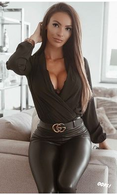 Elegantes Outfit, Shiny Leggings, Sexy Hot Girls, Leather Fashion, Sexy Outfits, Gorgeous Women, Sexy Women, Lady, Womens Fashion