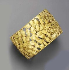 A GOLD BANGLE BRACELET, BY BUCCELLATI