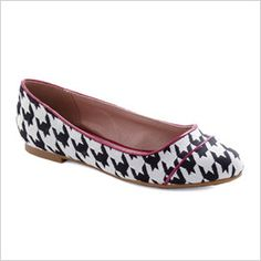 Love! Black and white flats are perfect for a walk down Duval street in #Keywest!