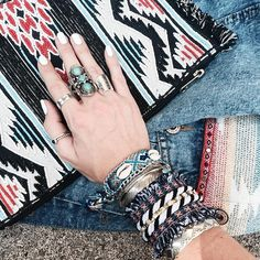 On commence la semaine sous le soleil  de quoi faire du bien au moral  Bon lundi  . We start this week under the sun I am so happy  Lovely Monday  . #fashion #blogger #littlebohoblog #blogueuse #mode #ootd #outfit #style #look #boho #gypset #ethnic #bijoux #jewelry #denim