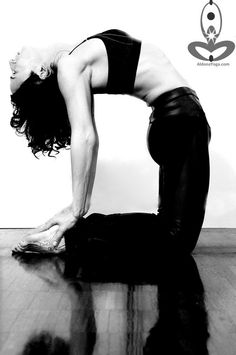 Yoga Pose Weekly » Upload to winCamel Pose – Ustrasana just Black & White » Yoga Pose Weekly