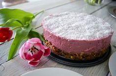 Veganistische vezelrijke kwarktaart kokos met bloemen Vegan Sweets, Vegan Snacks, Vegan Recipes, Vegan Cheesecake, Stevia, Panna Cotta, Pudding, Sugar, Baking