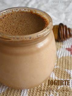 Iogurte de Chocolate de Leite Sweet Recipes, Cake Recipes, Healthy Recipes, Kefir, Sugar Pie, Good Food, Yummy Food, Recipe For Mom, Frozen Desserts