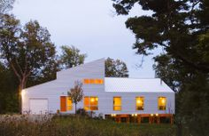 Birdseye Design Architecture's Dwell-Ing — LiveModern: Your Best Modern Home Farmhouse Design, Modern Farmhouse, Farmhouse Style, Farmhouse Architecture, Unique Architecture, Residential Architecture, Contemporary Building, Contemporary Cottage, Building Companies