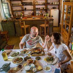Az izraeli reggeli Table Settings, Drink, Food, Beverage, Essen, Place Settings, Meals, Yemek, Eten