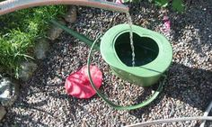 Urin är kanske den bästa näring som finns att ge sina växter. I dag finns vattenkannor som är utformade som pottor. Foto: Guldkannan