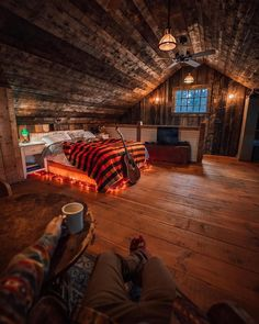 Tiny House Cabin, Cabin Homes, Log Homes, Cozy House, Tiny Houses, Wood Projects That Sell, Cabin In The Woods, Cozy Cabin, Cabin Tent