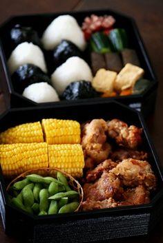 Japanese Bento Lunchbox (Chicken Karaage, Edamame, Corn, Plain White Onigiri and Nori wrapped Onigiri)|運動会弁当