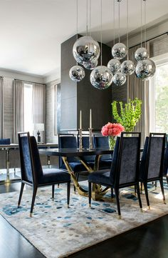 8 Wonderful Reasons To Add Flowers To Your Dining Room Decor | dining room decor, dining room design, dining room ideas #diningroomdecor #diningroomdesign #diningroomideas Read more: http://diningroomideas.eu/wonderful-reasons-add-flowers-dining-room-decor/