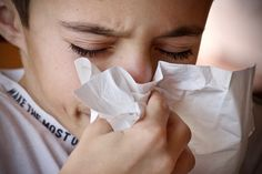 Natural Remedies for the Common Cold and Sore Throat Cold Home Remedies, Natural Remedies, Spring Allergy Symptoms, Lymphocyte B, Fall Allergies, Seasonal Allergies, Sinus Inflammation, Allergy Meds, Mold Exposure