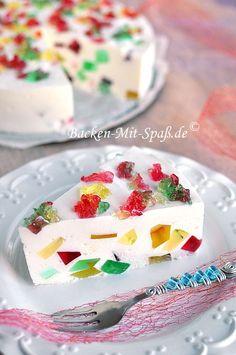 Eine schöne, bunte Torte mit Götterspeise ohne Backen. Die Torte ist sehr cremig, leicht, nicht zu süß und schmeckt lecker...