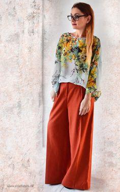 die EDELFABRIK | Mein Ü40 Blog für Mode und Beauty: Weite Hose in Orange und Bluse mit Blumenmuster