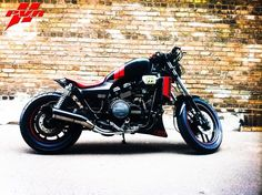 Muscle Fighter Motorcycle: Custom 1984 Honda V65 Magna VF1100C - See this image on Photobucket.