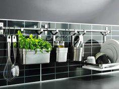 Barra con accesorios para organizar la cocina