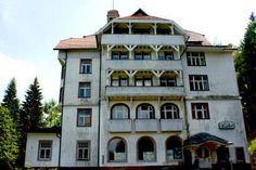 """Seit 2005 steht das einstige """"Schlosshotel Waldlust"""" in Freudenstadt leer. Spuken soll es hier schon seit Jahrzehnten."""