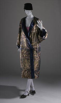Woman's evening coat | France, circa 1925 | Materials: printed silk and wool lamé, silk velvet trim | Los Angeles County Museum of Art, LACMA
