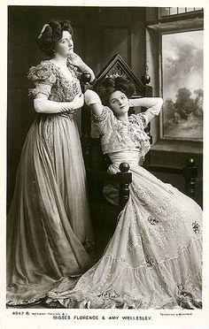 Gibson girls: LOVE this photo 1900s Fashion, Edwardian Fashion, Vintage Fashion, Vintage Outfits, Vintage Dresses, Belle Epoque, Vintage Mode, Vintage Ladies, Vintage Photographs