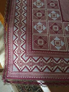 Palestinian Embroidery, Vintage Embroidery, Bohemian Rug, Projects To Try, Cross Stitch, Rugs, Crochet, Decor, Lady