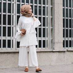 Modern Hijab Style We Learn From Rabia Sena Sever Modesty Fashion, Abaya Fashion, Fashion Pants, Fashion Outfits, Hijab Style, Hijab Chic, Girl Hijab, Hijab Outfit, Islamic Fashion
