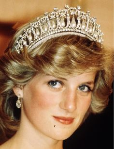 0225-cambridge-lovers-knot-tiara-kate-middleton-wedding-tiara-royal-wedding-princess-diana_we.jpg