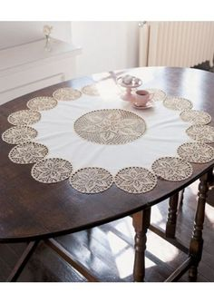 Crochet Doily Table Runner, made using 24 assorted size doilies stitched together Crochet Borders, Filet Crochet, Crochet Motif, Crochet Designs, Crochet Doilies, Crochet Table Runner, Crochet Tablecloth, How To Make Placemats, Tricot D'art