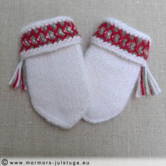 Varma lovikkavantar i alpacka för baby.  Warm mittens in alpaca yarn for baby. Swedish handicraft. Swedish Fashion, Alpacas, Mittens, Christmas Stockings, Knitting, Holiday Decor, Crafts, Gloves, Top