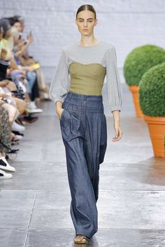 See all the Collection photos from Tibi Spring/Summer 2017 Ready-To-Wear now on British Vogue New Outfits, Spring Outfits, Fashion Outfits, Fashion Weeks, Fashion 2017, Fashion Show, Denim Trends, Street Chic, Street Style