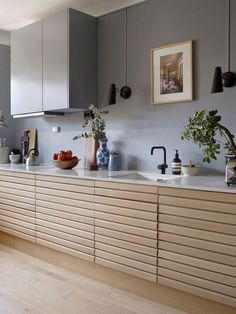 Create a statement in any design space with the VOLA kitchen tap One-handle mixer with ceramic disc technology, double swivel spout and water saving aerator Country Kitchen Cabinets, Kitchen Taps, New Kitchen, Kitchen Furniture, Kitchen Interior, Kitchen Decor, Furniture Ideas, Skandi Kitchen, Freestanding Kitchen