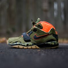 """The Nike Air Trainer SC II Premium """"Bo's Bow & Arrows"""" is inspired by Bo's passion for archery. This Nike Air Trainer SC II is built with a detail-rich, premium execution. A nubuck upper creates an outdoor-friendly look in natural tones of Olive."""
