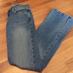 Abercrombie and Fitch Madison Jean Abercrombie and Fitch Madison Stretch jeans size 0 reg. These are in excellent shape, always in style! Abercrombie & Fitch Jeans