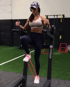 Friday Core 1. 15 each side 2. 20reps 3. 10 Reps 3-4 rounds #alexiaclark #queenofworkouts #queenteam #fitforHisreason