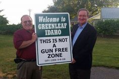 U.S. Sen Mike Crapo, (R) Idaho, holds up a new sign with Greenleaf city councilman Steven Jett. Jett commissioned the signs to be placed at five different spots in the city. (Photo: Idaho Press)