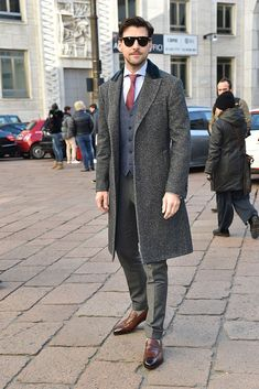 Johannes Huebl arrives at the Salvatore Ferragamo show during Milan Men's Fashion Week Fall/Winter on January 15 2017 in Milan Italy Milan Men's Fashion Week, Mens Fashion Week, Winter Fashion, Estilo Dandy, Italy Fashion, Dapper Men, Mens Clothing Styles, Men's Clothing, Gentleman Style