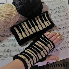 Best Way To Learn Piano – Learn To Play Piano – The Complete Beginners Guide Hand Knitting, Knitting Patterns, Crochet Patterns, Finger Knitting, Scarf Patterns, Knitting Tutorials, Yarn Projects, Crochet Projects, Knit Crochet