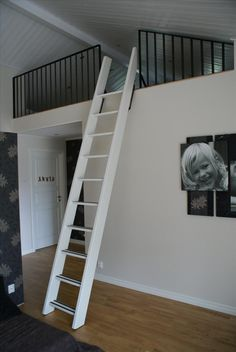 Loft stege Attic Stairs, House Stairs, House Beds, Stair Ladder, Tiny Loft, Garage Loft, Loft Room, Attic Rooms, Interior Styling