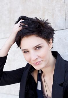 As hair trends begin to change between seasons we're seeing that the perfect short pixie cut is making a name for itself. Short Hair Cuts For Women Edgy, Edgy Short Hair, Short Pixie, Short Hair Styles, Short Spiky Hairstyles, Short Hairstyles For Women, Hairstyles Haircuts, Pixie Haircuts, My New Haircut