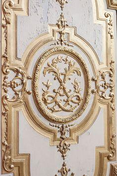 Door at Le château de Versailles Luís Xiv, Chateau Versailles, Door Detail, Dream Furniture, Architectural Elements, Architecture Details, Baroque, Carving, Paneling Walls