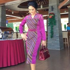Batikk Blouse Batik, Batik Dress, Elegant Bridesmaid Dresses, Formal Dresses, Dress Batik Kombinasi, Filipiniana Dress, Model Kebaya, Batik Fashion, Indian Designer Suits