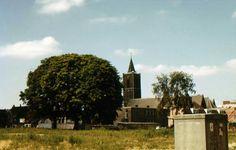Zicht op de Sintjans kerk ongeveer waar nu het Bagijnhof Is. Dan moet het een foto zijn van voor 1974.  Schiedam