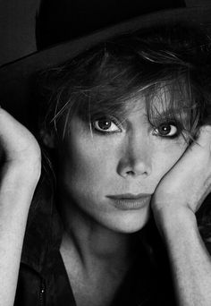 Sissy Spacek - American actress and singer. Photo by Francesco Scavullo, 1984 Francesco Scavullo, Sissy Spacek, Mikhail Baryshnikov, Stars Then And Now, Hooray For Hollywood, Glamour Photography, Famous Faces, Belle Photo, American Actress