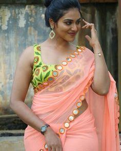 Indhuja Ravichandran in Saree Photos at Super Duper Movie Trailer Launch Most Beautiful Indian Actress, Beautiful Actresses, Girl Photo Poses, Girl Photos, Hd Photos, Hot Actresses, Indian Actresses, Bollywood Photos, Saree Photoshoot