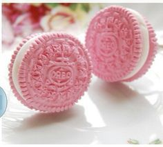 Pink Oreos-Now I've seen it all! I have to find these Pink Oreos! Pretty In Pink, Keks Dessert, My Favorite Color, My Favorite Things, Tout Rose, Rose Fuchsia, Candyfloss, Pink Foods, I Believe In Pink