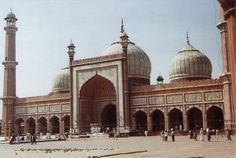 Juma Masjid  Mathura was built by Nabir-Khan in 1661; Mathura gives an enthralled appearance with its obscurely adorned four minarets. Mathura is astonishing to see that the mosaic splashing of these haughty arrangements still hold its enthusiasm and attraction...!!!