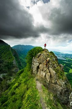 10 BEST HIKES ON OAHU The most gorgeous hikes that will leave you standing on top of a mountain in amazement!