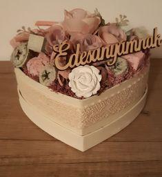 Door Wreaths, Decorations, Cake, Desserts, Diy, Boxes, Table Arrangements, Decorated Boxes, Tailgate Desserts