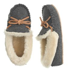 Kids' shearling lodge moccasins//